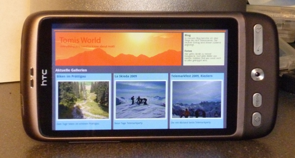 HTC Desire mit Webbrowser im Querformat